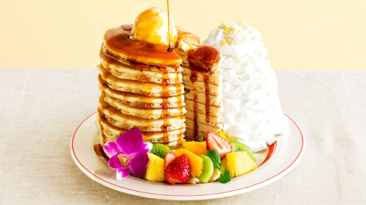 Eggs 'n Things 日本上陸10周年記念の特別メニューとして超ボリューミーな10枚重ねパンケーキが登場♪