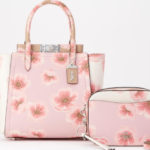 COACHより日本限定大人かわいいSakuraコレクションが発売。桜の花が大胆にプリント♡