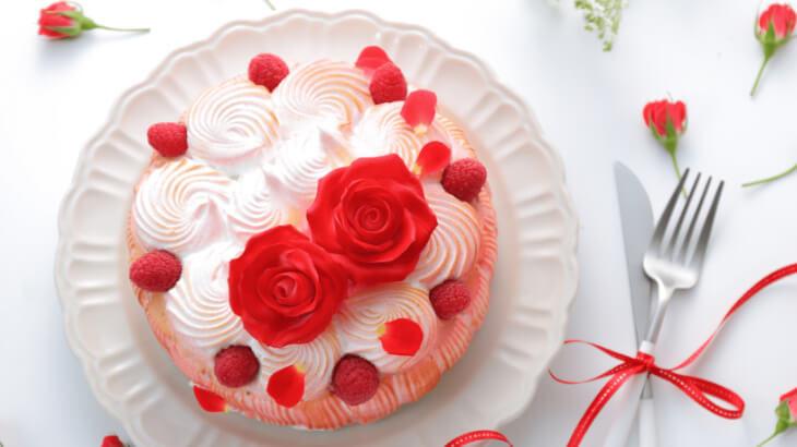 フォトジェニックな美しすぎるケーキが毎月届く♪映える食器もセットのスイーツ定期便『LikeSweetsBOX』が配送スタート♪