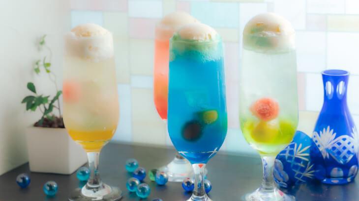 """『日本酒バル 蔵のや』からフォトジェニックなカクテル""""おとなの日本酒クリームソーダ""""が登場♪"""