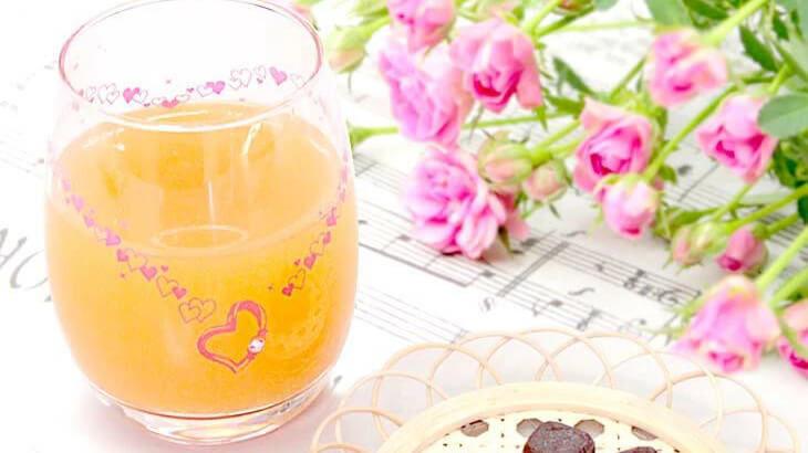 冷たいドリンクを注ぐと魔法のように色が変わるタンブラーグラスが登場♡プレゼントにぴったりなテディベアとのセット販売も
