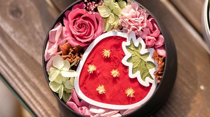 いちごや桃などのフルーツをプリザーブドフラワーで表現した『フルーツバスケット』を飾って気分をリフレッシュ♪