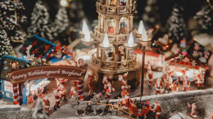 2020体の小さなサンタがミニチュアの世界に大集合!屋内型ミニチュア・テーマパーク SMALL WORLDS TOKYOのクリスマスイベント『小さな世界であたたかな願いを』開催!