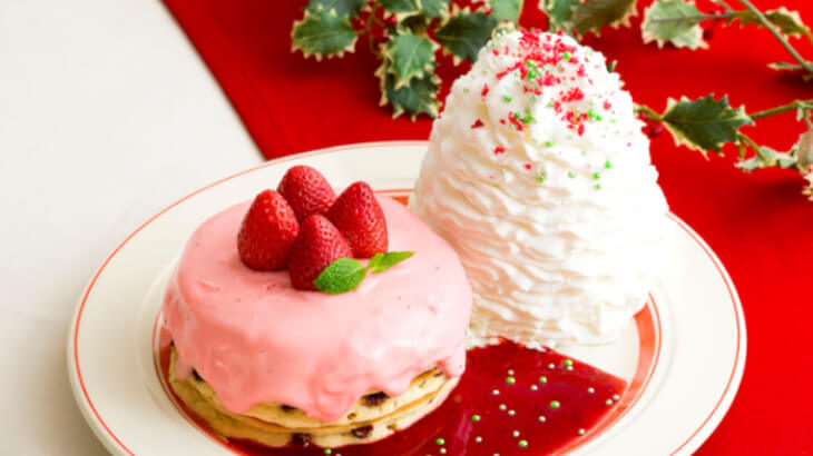 Eggs 'n Thingsからクリスマスを華麗に彩る『苺のクリスマスパンケーキ』が期間限定で登場♪