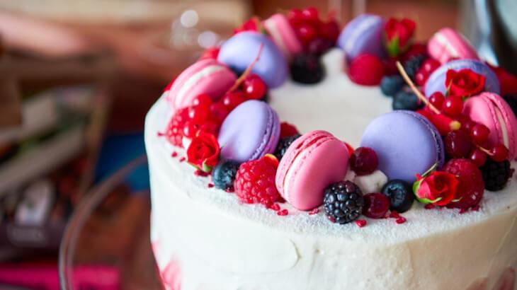 "SNS映え間違いなしのケーキが並ぶカリフォルニアスタイルカフェ""CROSSROAD""青山骨董通りにグランドオープン"