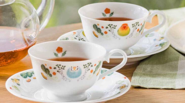 小鳥好きさん必見♪ティータイムを癒しのひとときにしてくれる『ほっこりお茶会 インコのカップ&ソーサー』がフェリシモから登場